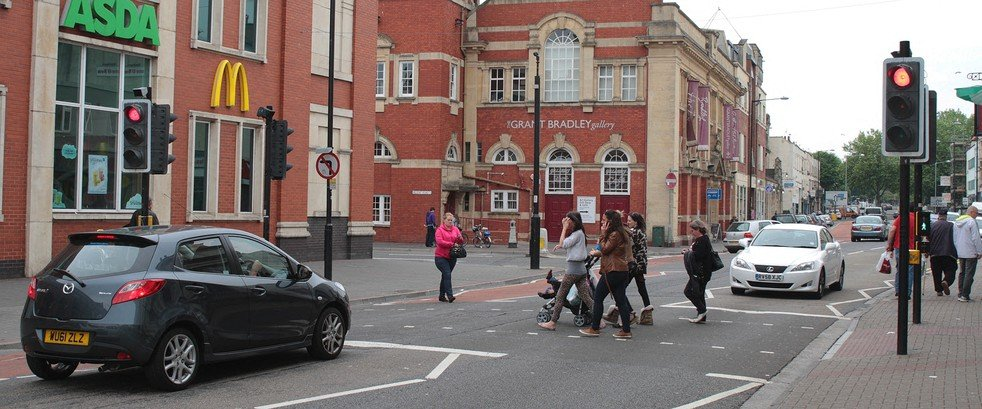 Visual Management - People Crossing at Traffic Lights